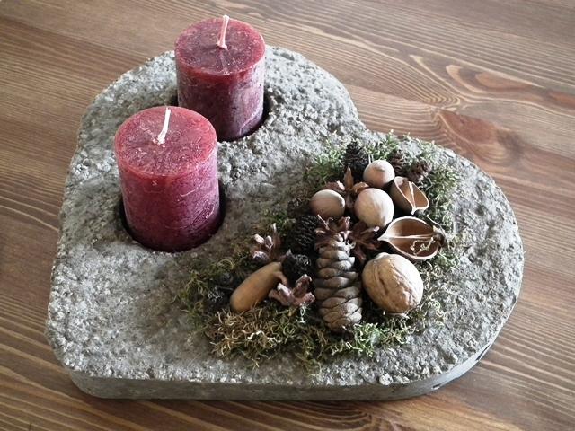 szív alakú könnyűbeton dísz termésekkel, gyertyával