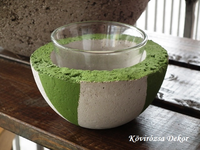 beton gyertyatartó, zöld festés, üvegpohárral, 11x5 cm, KÓD: KGY 17, 800 Ft/db