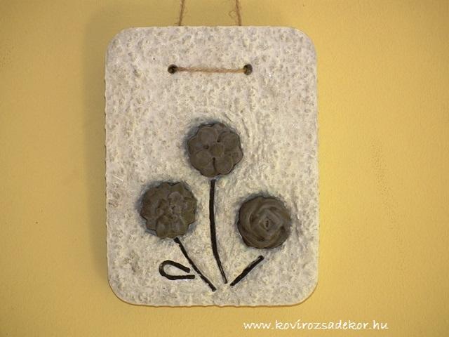 könnyűbeton falikép, szürke virágok, 15x20 cm, KÓD: KK 36