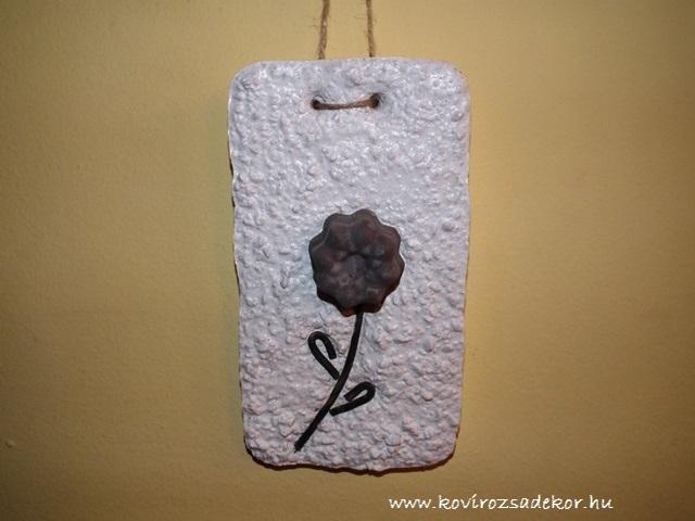 könnyűbeton falikép, szürke virág, 15x20 cm, KÓD: KK 40