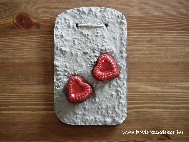 könnyűbeton, falikép szív mintával, 10,5x17 cm, KÓD: KK 44