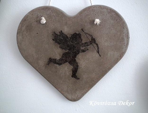 beton szív kép angyallal, 26x23 cm, KÓD: KK 59