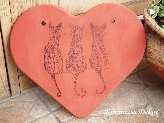 beton szív kép cicákkal, terrakotta, 26x23 cm, KÓD: KK 60