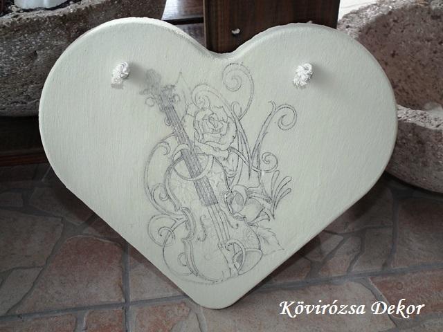 beton szív kép hegedűvel, krém színű, 26x23 cm, KÓD: KK 62