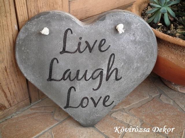 """beton szív kép transzferálással, """"Live, laugh, love"""", 26x23 cm, KÓD: KK 77"""