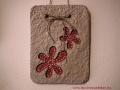 könnyűbeton falikép virág mintával, bordó festés, 15x20 cm, KÓD: KK 19