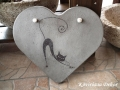 beton szív kép nyújtózkodó cicával, natúr, 26x23 cm, KÓD: KK 65