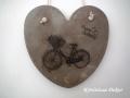 """beton szív kép transzferálással, biciklivel, """"happy birthday"""" felirattal, 21x21 cm, KÓD: KK 58"""