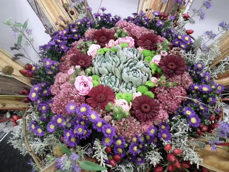 kövirózsa virágkötészetben