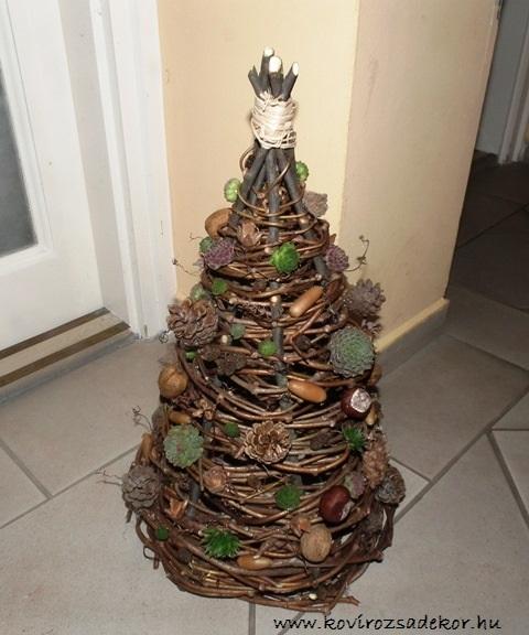 vesszőből font kövirózsás karácsonyi dekoráció